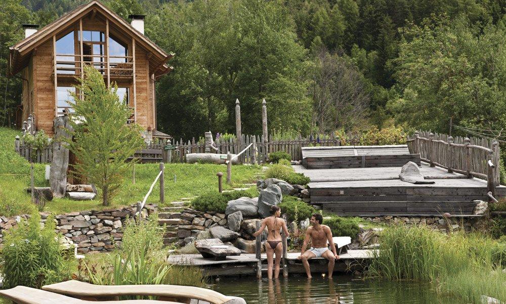 Erfrischung im Naturbadeteich - Sommerurlaub in Meransen